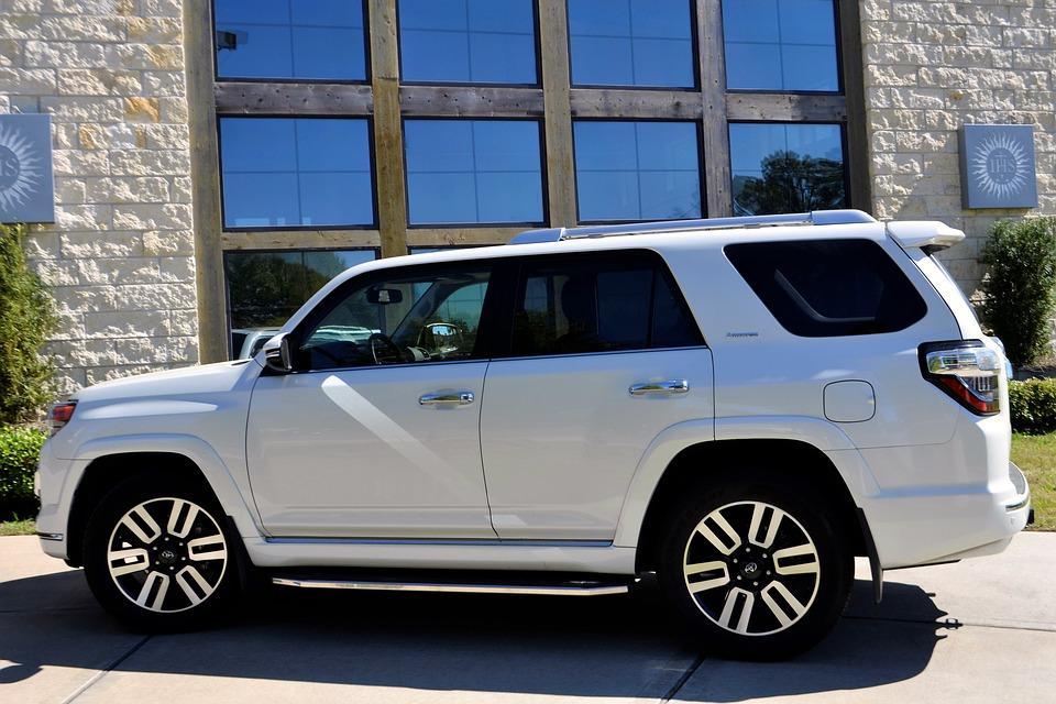 מהי השחרת חלונות לרכב ומהם יתרונותיה?